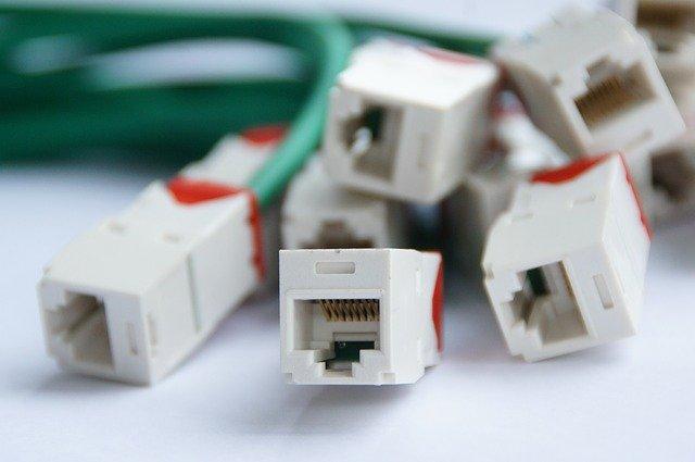 des câbles ADSL